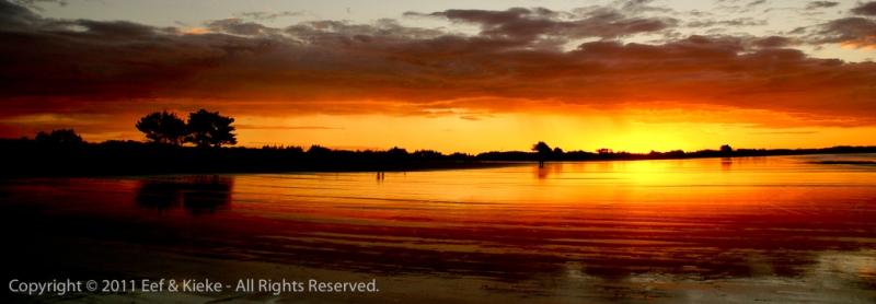 Spiegelende-zonsondergang