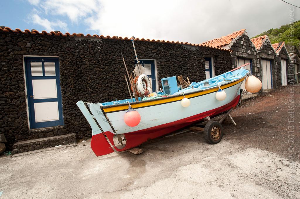 11 Lokaal vissersbootje