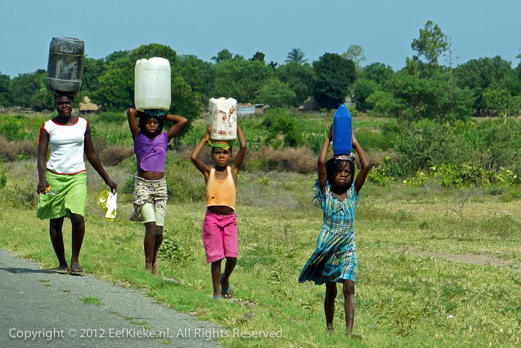 7 Vier emmertjes water halen